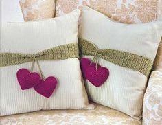 New crochet heart pillow inspiration Ideas Cute Pillows, Diy Pillows, Decorative Pillows, Throw Pillows, Decorative Accents, Crochet Cushions, Sewing Pillows, Heart Pillow, Decor Pillows