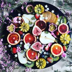 Amazing fruit platter by @ducklings.and.deadlifts