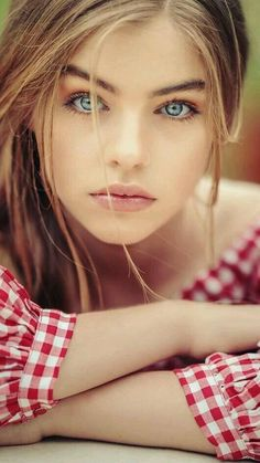 Mostly-PG photos of beautiful women. Simply Beautiful, Gorgeous Women, Beautiful People, Pretty Eyes, Cool Eyes, Girl Face, Woman Face, Portrait Photos, Belle Silhouette