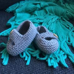 Keelan - Chunky Strap Baby Shoes Knitting pattern by Julie Taylor Arm Knitting, Double Knitting, Christmas Knitting Patterns, Crochet Patterns, Universal Yarn, Crochet Fall, Lang Yarns, Plymouth Yarn, Cascade Yarn