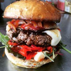 Dans ton duke cette semaine: chorizo! --> Poivron/boeuf/cheese/chorizo/  #burger #burgers #streetfood #ledukestreetcantine  #foodtruck #montpellier #eatmunchies by ledukestreetcantine