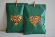 Bundle of 100 Green Kraft paper bags with a heart window complete with cellophane bag --- Wedding favor bags or for a sweet table door SierGoed op Etsy