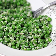 PEAS Parmesan Peas: These cheesy peas are a great go-to side dish for those nights when you realize you don't have anything green on the table. Side Dish Recipes, Veggie Recipes, Vegetarian Recipes, Cooking Recipes, Healthy Recipes, Frozen Vegetable Recipes, Vegetable Sides, Vegetable Side Dishes, Vegetarian
