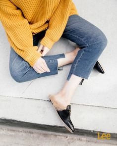 Mix things up with a cozy winter sweater, step hem jeans and a chic mule. Seen here on Lee partner @eatsleepwear.