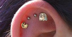 Funny pictures about Pac-Man Ear Piercing Win. Oh, and cool pics about Pac-Man Ear Piercing Win. Also, Pac-Man Ear Piercing Win photos Piercings Bonitos, Ear Peircings, Cute Ear Piercings, Tragus Piercings, Body Piercings, Piercing Tattoo, Daith, Tragus Piercing Jewelry, Different Ear Piercings