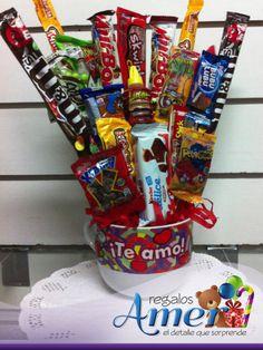 Tazón para prepararte un café doble, y con mensaje de te amo. Chocolates y dulces finos, acompañado de un globo con tema de amor, sorprénde!  5524 6977