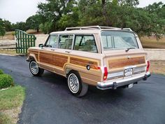 One of the classic cars I'd like to have again someday. 1990 Jeep Grand Wagoneer in original Light Fawn Metallic.