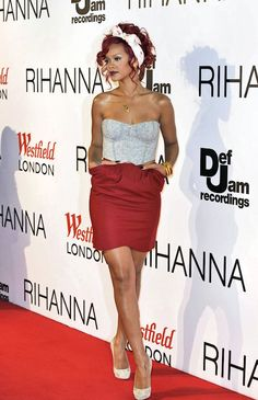Rihanna Corset Top - Rihanna wears a subtle but sexy gray corset top with her red pocketed skirt and polka-dot headband. Best Of Rihanna, Mode Rihanna, Rihanna Fan, Rihanna Looks, Rihanna Style, Photos Rihanna, Rihanna Outfits, Rihanna Clothes, Cutaway