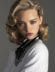 Gemma Ward's mid-20th century inspired makeup.