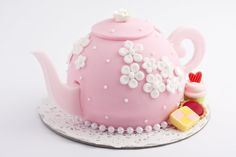 The teapot cake-I want to make one of these.