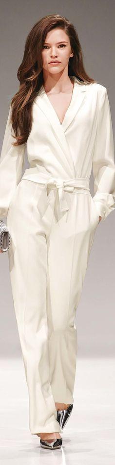 Jumpsuit 2017 Resort, Formal Pants Outfit, Resort 2017 Escada, Fashion Resort 2017, Amazing Jumpsuits, Fashion Pants, White Pants Suit, Resort 2017 Fashion