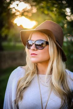 floppy hat + sunglasses + layered gold necklaces
