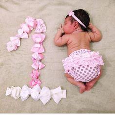 58 Ideas Baby Fashion Photoshoot Photo Ideas For 2019 Monthly Baby Photos, Newborn Baby Photos, Baby Poses, Newborn Pictures, Baby Girl Newborn, Baby Boy, Baby Girl Pictures, Foto Baby, Newborn Baby Photography