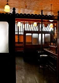 View of Kehoe's Pub, Dublin,thru the glazed screens!