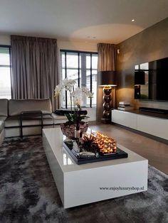 Classy Living Room, Decor Home Living Room, Living Room Designs, Home And Living, Home Room Design, Home Interior Design, Dream House Interior, Apartment Interior, House Rooms