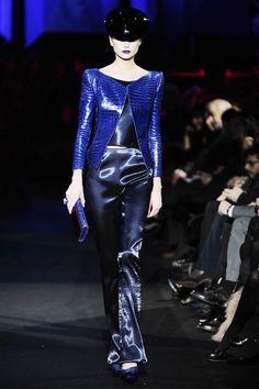 Armani Privé Spring 2011 Couture - Review - Fashion Week - Runway, Fashion Shows and Collections - Vogue