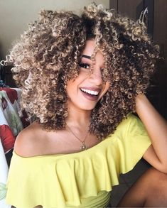 Gorgeous sensational hair in 2019 Dyed Curly Hair, Colored Curly Hair, Short Curly Hair, Curly Hair Styles, Natural Hair Cuts, Dyed Natural Hair, Natural Hair Styles, Hello Hair, Pelo Afro