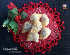 """I cagionetti o calgionetti, in dialetto locale anche """"caggiunitt'"""", sono tra i più diffusi e noti dolci tipici abruzzesi originari della zona del teramano."""