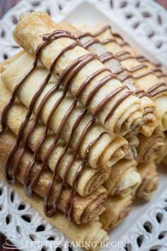 Nutella Crepe Recipe with a rich chocolate hazelnut spread. Great recipe for how to make crepes, with step by step instructions. Crepe Recipes, Brunch Recipes, Sweet Recipes, Breakfast Recipes, Köstliche Desserts, Delicious Desserts, Dessert Recipes, Yummy Food, Nutella Crepes