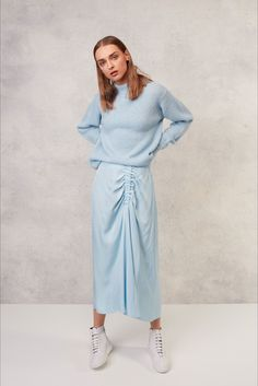 Take a look to Tibi Pre-Spring 2018collection: the fashion accessories and outfits seen on New York runaways.