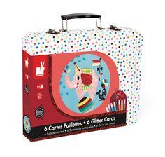 """Le coffret cartes paillettes """"cirque"""" est composé de 6 cartes ainsi que plusieurs accessoires vendu dans une #mallette en métal imprimé. #Cartespaillettes #coffretcartes #cartescirque #janod"""