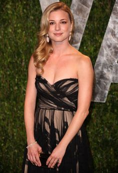 Photo of Emily VanCamp - 2012 Vanity Fair Oscar Party - Arrivals - Picture Browse more than pictures of celebrity and movie on AceShowbiz. Pretty People, Beautiful People, Beautiful Women, Emily Vancamp Hot, Emily Thorne, Sharon Carter, Divas, Actrices Sexy, Emily Kinney