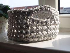 Hæklet kurv - i zpagetti Merino Wool Blanket, Crochet, Spaghetti, Diy, Creative, Bricolage, Ganchillo, Do It Yourself, Crocheting
