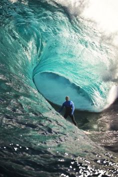 Quiksilver With Kelly Slater heading into Portugal in second place on the ASP World Tour Surfing you can be sure the title race is going to heat up. Kelly Slater, Water Waves, Ocean Waves, Big Wave Surfing, Surf Wave, Skate Surf, Surfing Photos, Sup Yoga, Learn To Surf