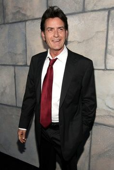 Charlie Sheen Height, Weight, Biceps Size Body Measurements