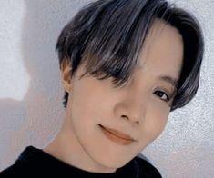 imágenes sobre ↬/✧ʙᴛs ᴀᴇsᴛʜᴇᴛɪᴄ✧/↫ en We Heart It Jhope Abs, Korean Eye Makeup, Honey Hair, About Bts, Foto Bts, Jung Hoseok, Taehyung, We Heart It, Pop Idol
