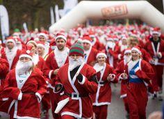 Mundo corre vestido de Papai Noel