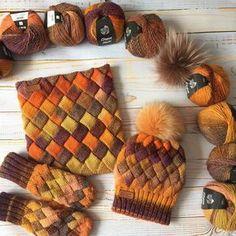 Рыжее нашествие... комплект на заказ, пряжа #LanaGrossa, отличный помпон из песца или енота на выбор, и ещё много много рыжего скоро будет, но свободного конечно нет отдельное спасибо @ksana_kon за покупку и транспортировку этих чудесных рыжих моточков. Каждый новый связанный мной комплект нравится мне все больше и больше. My hand made knit set: hat with natural fur, cowl, gloves for cold winter, I used hight quality yarn LanaGrossa, knitting pattern #entrelac…