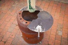 truck brake drum stove « Daub & Stuff Homemade Heater, Gas Bottle Wood Burner, Waste Oil Burner, Diy Wood Stove, Camping Cooker, Fire Pots, Antique Stove, Farm Projects, Oil Drum