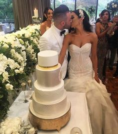 omg her head piece and dress are amazing! love the gown style! and wedding cake is awesome lol!