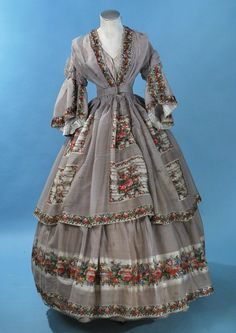 All The Pretty Dresses: Mid Dove Grey Dress with Rose Print. I love the interior treatment of the sleeves! Civil War Fashion, 1800s Fashion, Victorian Fashion, Vintage Fashion, Medieval Fashion, Vestidos Vintage, Vintage Gowns, Vintage Outfits, Old Dresses