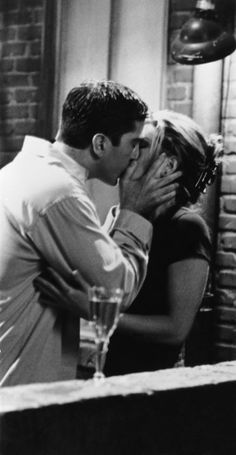 <0>Jennifer Aniston and David Schwimmer