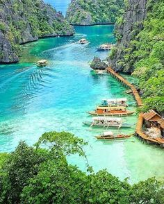 20 Most Beautiful Islands in the World - Palawan, Philippines Philippines Vacation, Les Philippines, Philippines Beaches, Coron Island Philippines, Palawan Island, El Nido Palawan, Places To Travel, Places To See, Travel Destinations