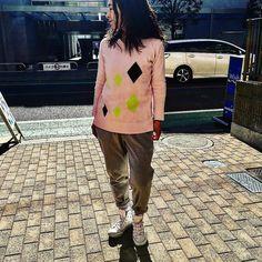 さっそくですがカシミヤコットンのアーガイルセーター ペールトーンのピンクが気分 話は変わりますが朝一番に投稿できるのに幸せを感じます #2017ssfashion #outfit #springfashion #coordinate #tokyo #japan #urbanchics #innstagram #fashiongram  #アラフィフ #アラフィフコーデ #アラフォー #アラフォーコーデ #調布市 #国領 #東京 #今日のコーディネート #2017春夏 #アーバンチックス #todayslook