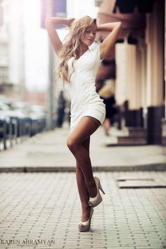 Simple white dress with a nice cut and stay up socks. Very sexy! Shiny Pantyhose, Pantyhose Legs, Looks Pinterest, Pernas Sexy, Dresses Short, Sexy Dresses, Girls Dresses, Little White Dresses, Girl Fashion
