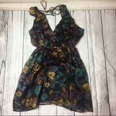 Super cute flower print short sleeve dress🤖😉 Super cute flower print short sleeve dress🤖😉worn only that one time when I took picture 😌💙 Forever 21 Dresses Midi