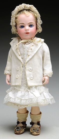 "11"" Diminutive Bru Jne Bebe.   Oh ! I want this doll. Gorgeous little Bebe Bru."