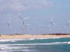 Em São Miguel do Gostoso, a praia divide o cenário com os aerogeradores. Rio Grande do Norte