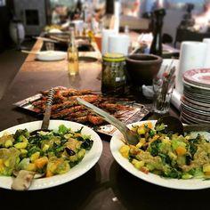 #calypso #salad #shrimp #shrimps #kochgarage #munich #kochevent #lowcarb #gegrilltes #healthychoices #abendsinmünchen #kollegen #firmenevent #kochenmitfreunden #ilovetoeat #gemeinsamkochen #feiernunterderwoche #perfectevening #tollertag #München by laudnum99