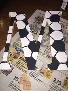 Soccer ball initial letter for boys. Soccer Birthday Parties, Soccer Party, Soccer Ball, Soccer Crafts, Vbs Crafts, Diy Letters, Superhero Letters, Tween Boy Gifts, Soccer Bedroom