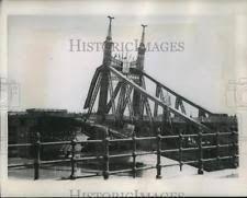 Resultado de imagen de elizabeth bridge 1945 Utility Pole, Bridge, Bridge Pattern, Attic