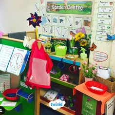 Inspire green-fingered children's imagination with our garden centre role play pack. Role Play Areas Eyfs, Minibeasts Eyfs, Play Area Garden, Garden Center Displays, Planting For Kids, Dramatic Play Centers, Play Centre, Play Based Learning, Garden Shop