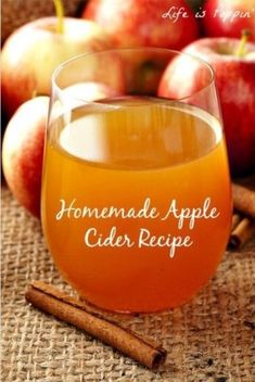 Homemade ciderHomemade Apple Cider is a delicious festive autumn drink that warms you up from the inside out! The sweet apple taste, mixed with cinnamon and spices, makes this hot drink cozy and soothing! Apple Recipes Homemade, Homemade Apple Cider, Apple Dessert Recipes, Hot Apple Cider, Crockpot Apple Cider, Crab Apple Recipes, Apple Pie, Apple Bread, Apple Cider Recipe Using Apple Juice