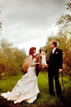 bride + groom + horse = beautiful