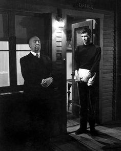 Alfred Hitchcock y Anthony Perkins en el rodaje de 'Psicosis' ('Psycho', 1960)