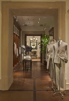 Featured in the new Ralph Lauren Brazil luxury flagship, men's Purple Label offers the modern gentleman a level of sartorial craftsmanship through hand-tailored suiting and sportswear designed with attention to every detail